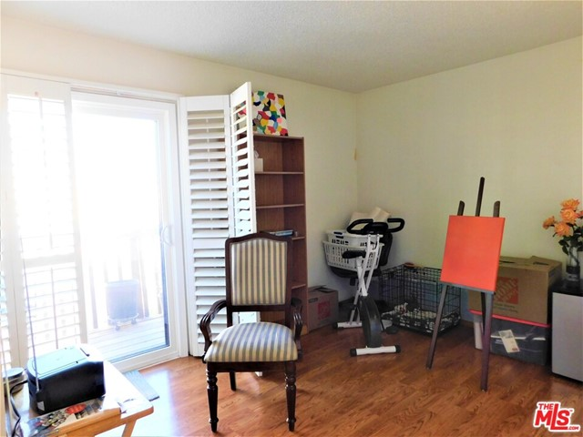 940 E 3Rd Street, Long Beach CA: http://media.crmls.org/mediaz/13B1D3FC-9695-40D6-A072-D8CF835FA7EF.jpg