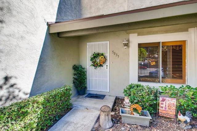5035 Ducos Pl, San Diego CA: http://media.crmls.org/mediaz/144EB622-C5E3-4F80-B25E-59A46FAECD2D.jpg