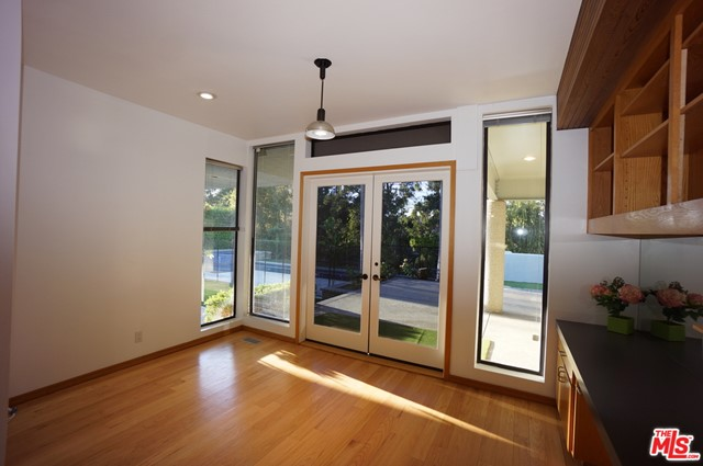 1425 MONTE GRANDE Place, Pacific Palisades CA: http://media.crmls.org/mediaz/149E42ED-C3FF-409E-AF9F-98567D863BDA.jpg