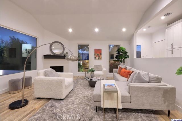5043 Ramsdell Avenue, La Crescenta CA: http://media.crmls.org/mediaz/14D0C732-64E2-41C0-87E7-DC0FEB788829.jpg