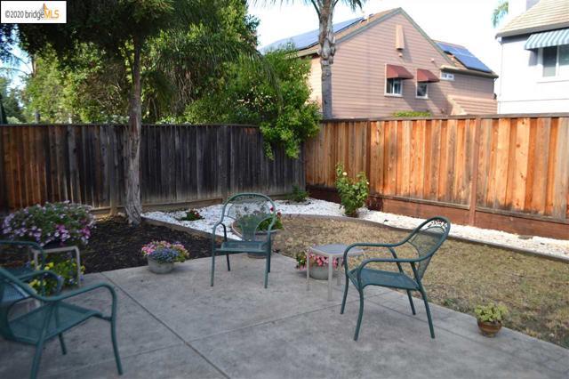 1124 Mulberry PL, Brentwood CA: http://media.crmls.org/mediaz/151A6CD2-0534-4382-B7CB-CB8B66C43F4C.jpg