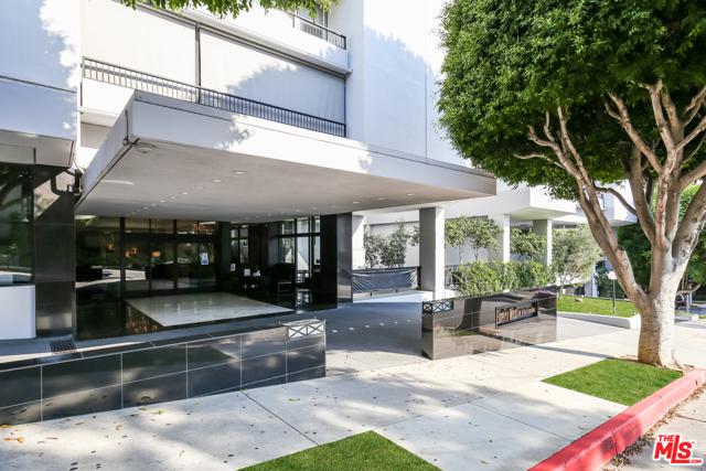 1100 ALTA LOMA Road, West Hollywood CA: http://media.crmls.org/mediaz/15AE9A2A-2FD4-4620-8880-807050DCB8A5.jpg