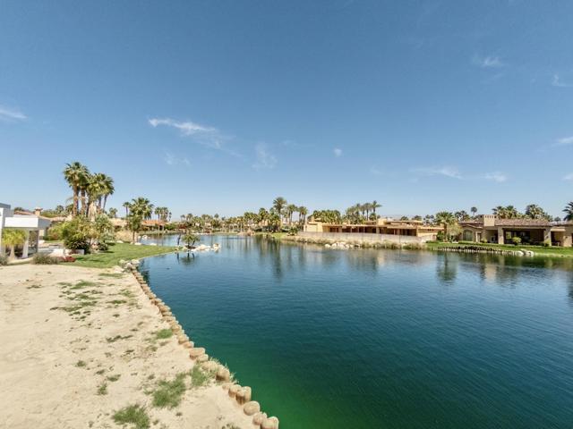 55540 Pebble Beach, La Quinta CA: http://media.crmls.org/mediaz/15EBB990-4D90-4114-92AC-1D40E5639DED.jpg