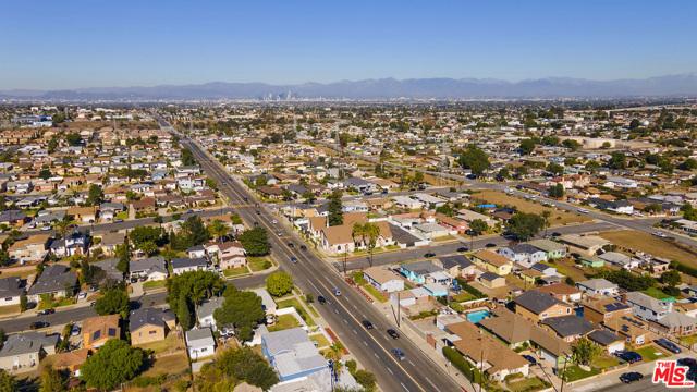 1417 W 127Th Street, Los Angeles CA: http://media.crmls.org/mediaz/16C706A9-4F6B-4747-B742-3E76AAF25A0D.jpg