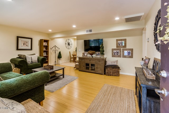 Detail Gallery Image 1 of 12 For 3242 Fairesta St #2,  Glendale,  CA 91214 - 2 Beds | 1 Baths
