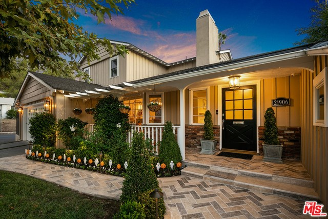 Photo of 21906 VISCANIO Road, Woodland Hills, CA 91364
