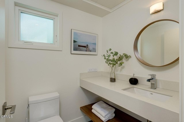 4240 Woodleigh Lane, La Canada Flintridge CA: http://media.crmls.org/mediaz/17413188-9623-41A6-B820-DEFB51757CFF.jpg