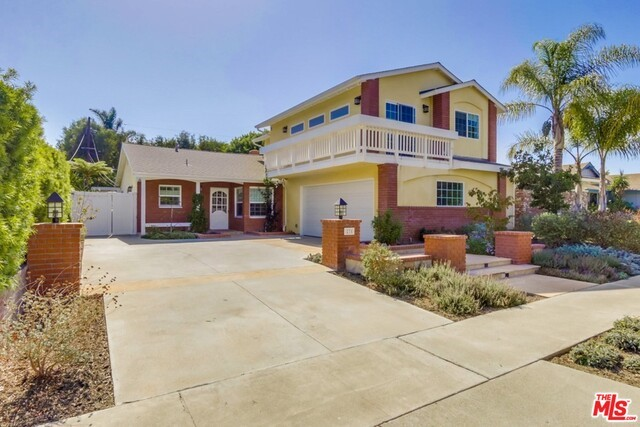 Single Family Home for Sale at 275 Albert Place Costa Mesa, California 92627 United States