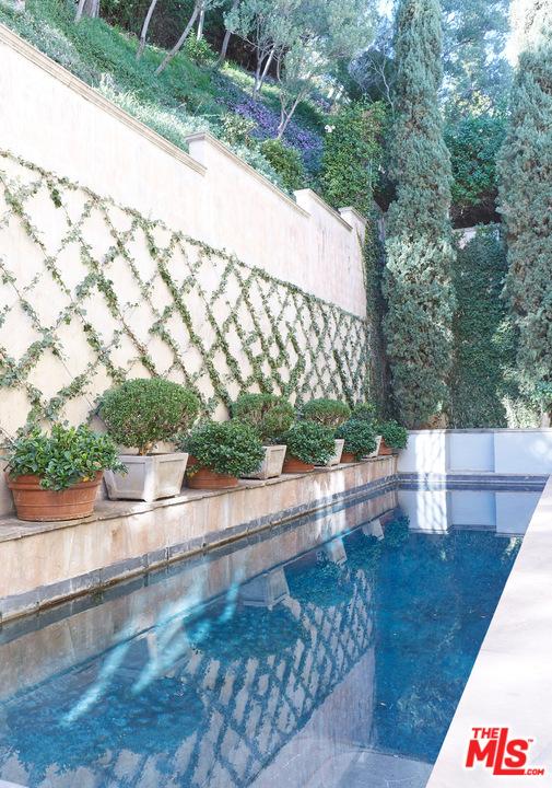 1439 Queens Way, Los Angeles CA: http://media.crmls.org/mediaz/17D1BD7D-F61B-4462-87C7-17FABD8A9C99.jpg