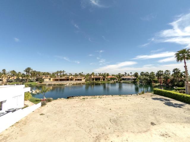 55540 Pebble Beach, La Quinta CA: http://media.crmls.org/mediaz/183EF09F-F73E-43DA-A9BA-CB20372A9FC7.jpg
