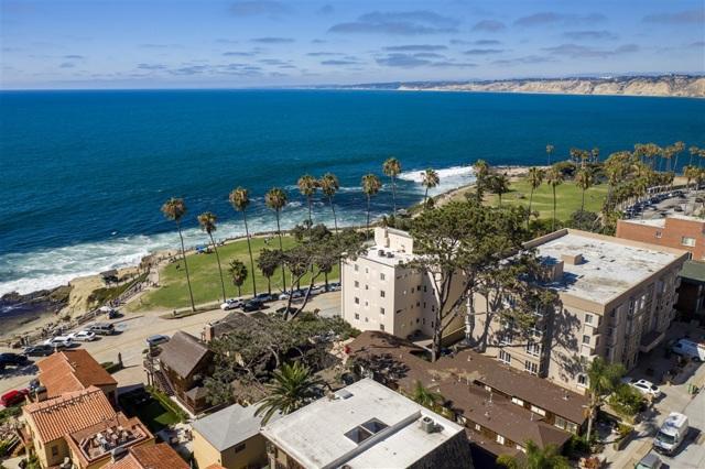 1021 Coast Blvd, La Jolla CA: http://media.crmls.org/mediaz/186AD6E7-C22E-4795-A833-AAE4D56493BE.jpg