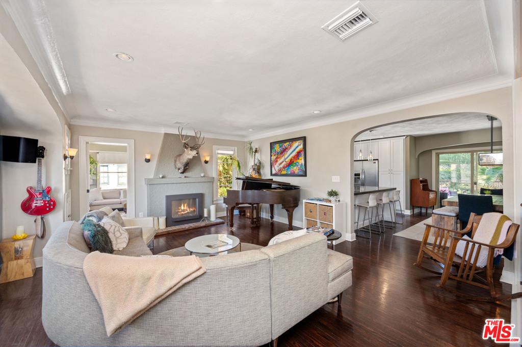2146 Beachwood Terrace #  Los Angeles CA 90068