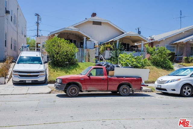 423 N Serrano Avenue, Los Angeles CA: http://media.crmls.org/mediaz/18D8B089-528C-41D7-91DE-7D94F38E12B7.jpg