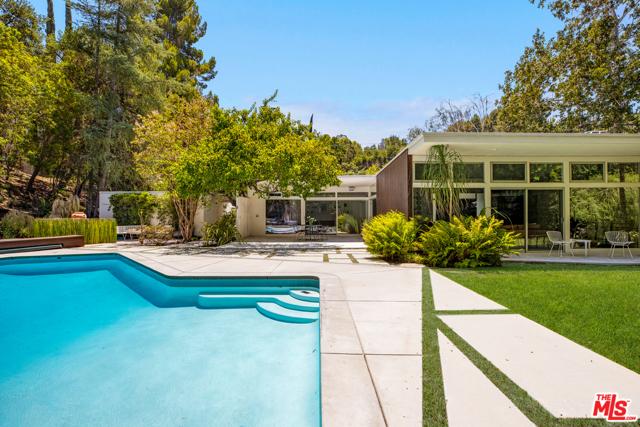 Photo of 3700 Hayvenhurst Avenue, Encino, CA 91436