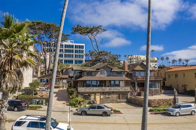 1021 Coast Blvd, La Jolla CA: http://media.crmls.org/mediaz/19BA82D3-3185-467A-8E71-170B55BBBCB9.jpg
