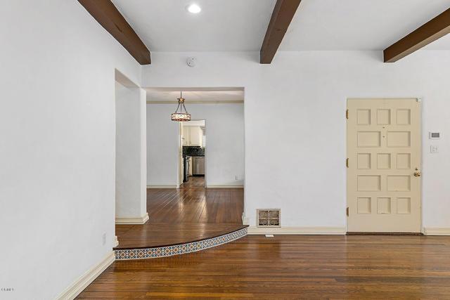 房产卖价 : $159.80万/¥1,099万