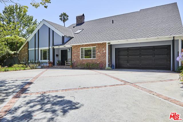 601 N MAPLE Drive, Beverly Hills CA: http://media.crmls.org/mediaz/1A377244-3EE3-4A93-BC28-33014F872202.jpg