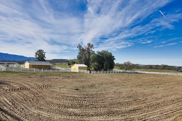 39201 San Ignacio Road, Hemet CA: http://media.crmls.org/mediaz/1A421B8B-83B8-4ED8-9AF8-ADAE5481E7D1.jpg