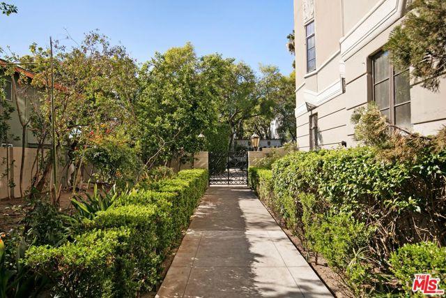 1314 N HAYWORTH Avenue, West Hollywood CA: http://media.crmls.org/mediaz/1A4941D9-F7B1-4316-9884-5AEF22BAD77F.jpg