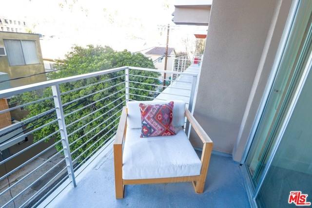 453 S KENMORE Avenue, Los Angeles CA: http://media.crmls.org/mediaz/1A7AEF84-D1AB-4F05-9FF0-F6065DA93B32.jpg