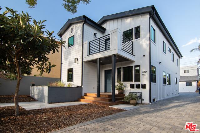 1004 N Ridgewood Place, Los Angeles CA: http://media.crmls.org/mediaz/1AB86C51-49A5-49EA-8AF0-8F5DFC09A76B.jpg