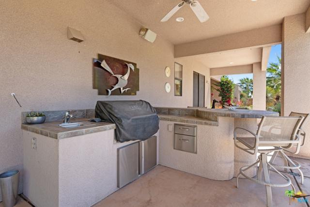 15 Birkdale Circle, Rancho Mirage CA: http://media.crmls.org/mediaz/1AC6FE0E-5751-4EE4-B2D1-00F344393746.jpg