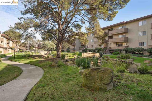 1311 Webster St, Alameda CA: http://media.crmls.org/mediaz/1AC7F256-B8F2-4D6B-BB3E-04EA92A65106.jpg