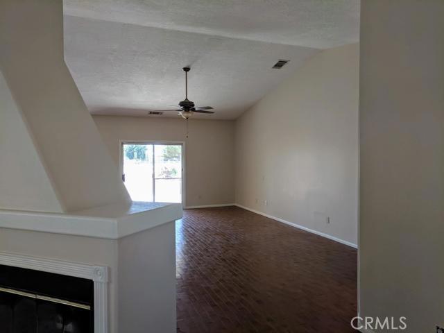 26817 Lakeview Drive, Helendale CA: http://media.crmls.org/mediaz/1AF4EE8C-5B43-44EA-A8C0-853BDF0A42EC.jpg