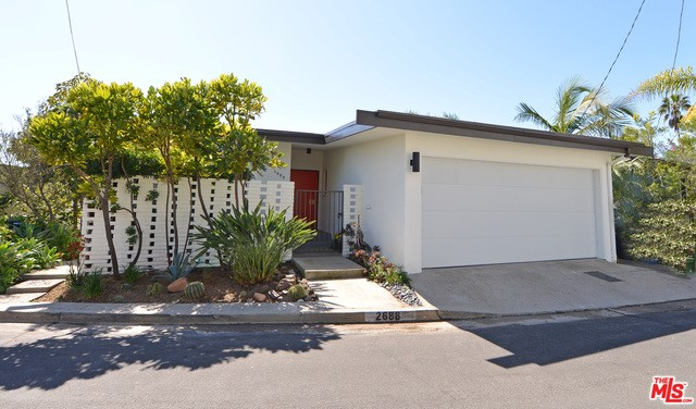Single Family Home for Sale at 2688 Banbury Place Los Angeles, California 90065 United States