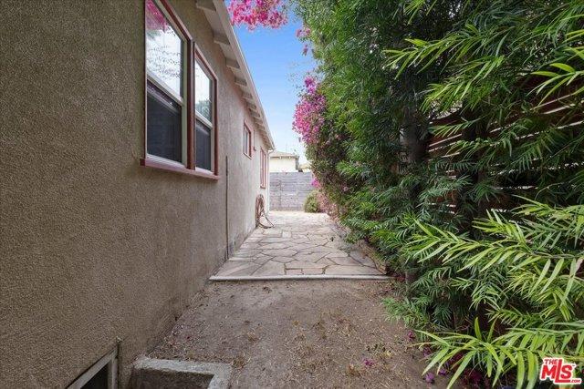 1037 Hill St, Santa Monica, CA 90405 photo 23