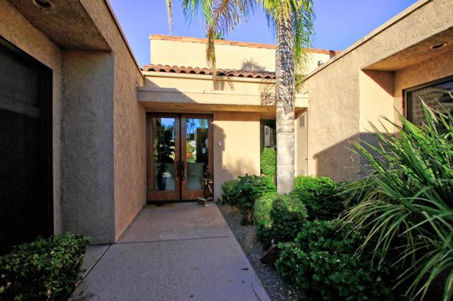 743 Inverness Drive, Rancho Mirage CA: http://media.crmls.org/mediaz/1C9514EA-1445-4806-8286-664905F8DD83.jpg