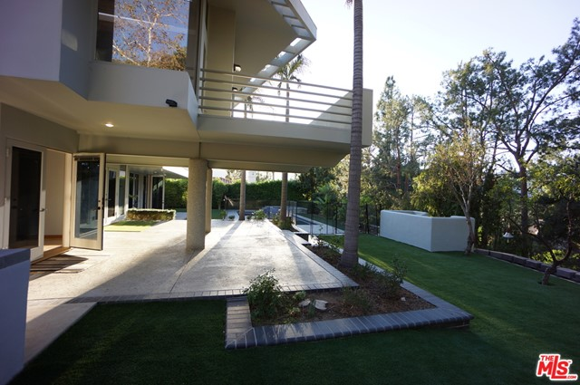 1425 MONTE GRANDE Place, Pacific Palisades CA: http://media.crmls.org/mediaz/1CD3F251-1A0A-4971-BE2F-37750DFF9F54.jpg