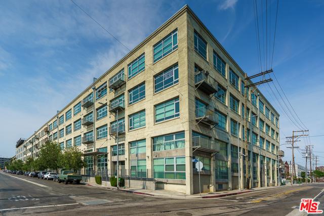530 S Hewitt Street, Los Angeles CA: http://media.crmls.org/mediaz/1D1F5875-0C03-48EC-BF68-DA7803169DAD.jpg