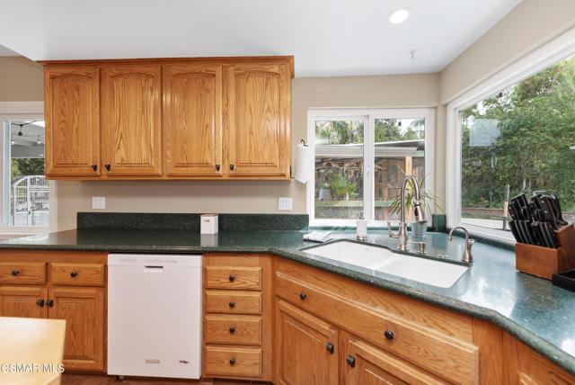 658 Bonwit Place, Simi Valley CA: http://media.crmls.org/mediaz/1D358739-8DCC-43FA-8114-32DC35FAD7D8.jpg