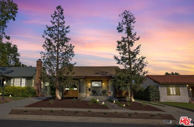 1508 N Harding Avenue, Pasadena CA: http://media.crmls.org/mediaz/1DDFF2F7-B310-41DF-BCF6-C31ADE468E5C.jpg