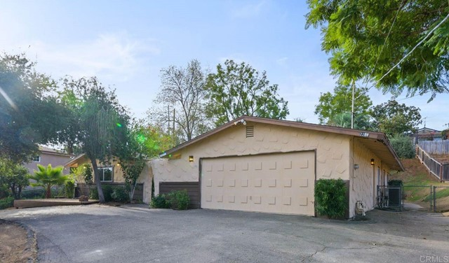 Detail Gallery Image 1 of 1 For 2211 Sunset Dr, Escondido,  CA 92025 - 3 Beds | 2 Baths