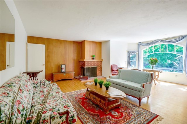 1288 Carmel Terrace, Los Altos CA: http://media.crmls.org/mediaz/1E118071-E0B0-4457-B54D-182DE219916F.jpg