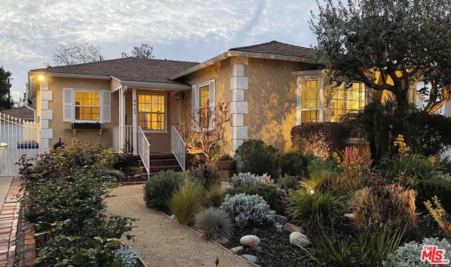 4423 Elmer Avenue, Studio City CA: http://media.crmls.org/mediaz/1E157530-E661-45D7-AB4D-4AA9B964ECB5.jpg