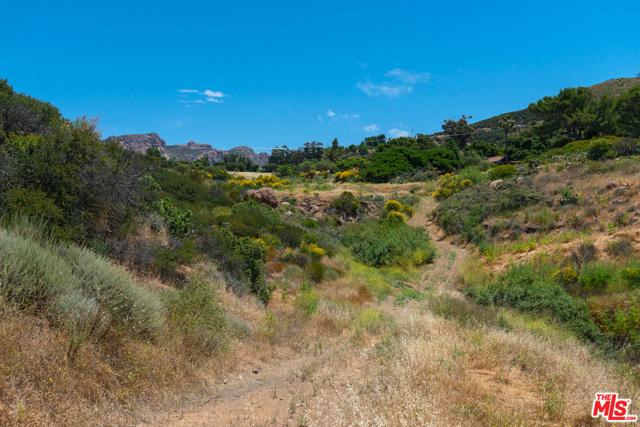 11100 Pacific View Road, Malibu CA: http://media.crmls.org/mediaz/1E2C376E-90D1-4D54-9BE2-B020575B78EF.jpg