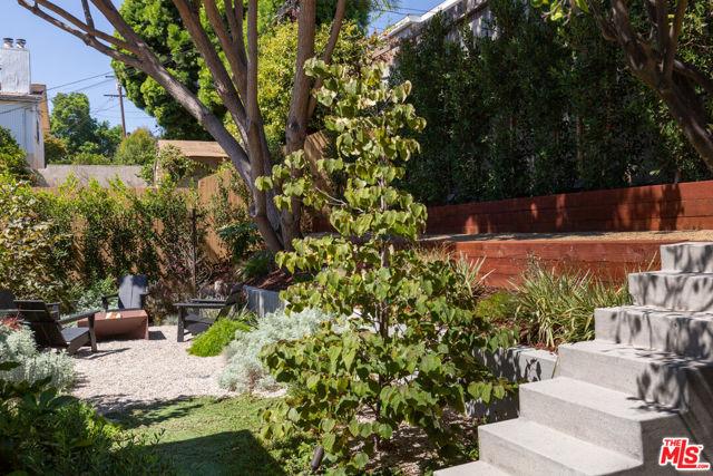 5044 Inadale Avenue, Los Angeles CA: http://media.crmls.org/mediaz/1E43A42C-4D92-4E94-8100-4092235C8434.jpg