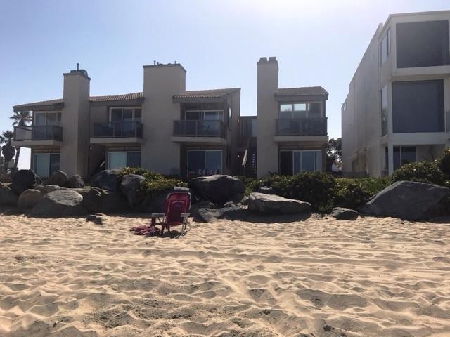 1246 Seacoast Dr, Imperial Beach CA: http://media.crmls.org/mediaz/1E4C8934-699C-482D-BE59-33AFF0A7B671.jpg