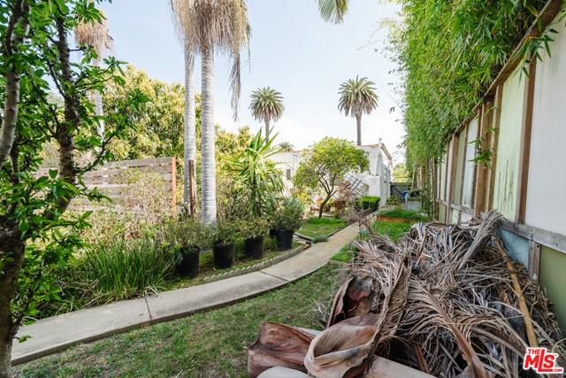 3875 Marcasel Ave, Los Angeles, CA 90066 photo 17