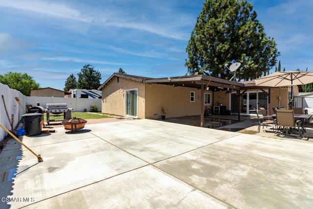 4858 Muirwood Court, Simi Valley CA: http://media.crmls.org/mediaz/1E8A9E75-F69F-4431-815F-BB4B3FBA36C4.jpg