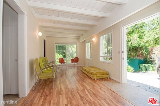 2780 Hutton Drive, Beverly Hills CA: http://media.crmls.org/mediaz/1E8EE481-47B5-40FB-B9EC-575CCF293441.jpg