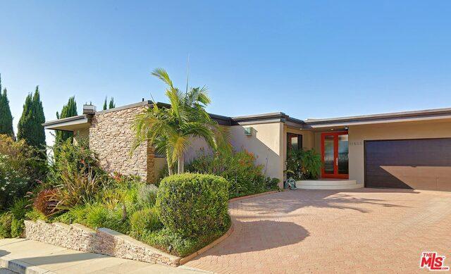 Single Family Home for Rent at 11523 Dona Evita Drive Studio City, California 91604 United States