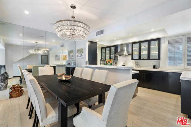 9315 Burton Way, Beverly Hills CA: http://media.crmls.org/mediaz/1F0EBD11-7563-458C-A374-AE48989D289C.jpg