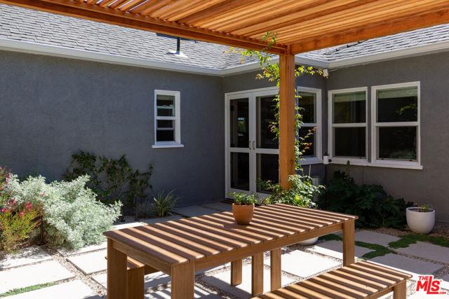 5044 Inadale Avenue, Los Angeles CA: http://media.crmls.org/mediaz/1F1D7AF2-985B-4EF5-924C-69EEBDF9D753.jpg