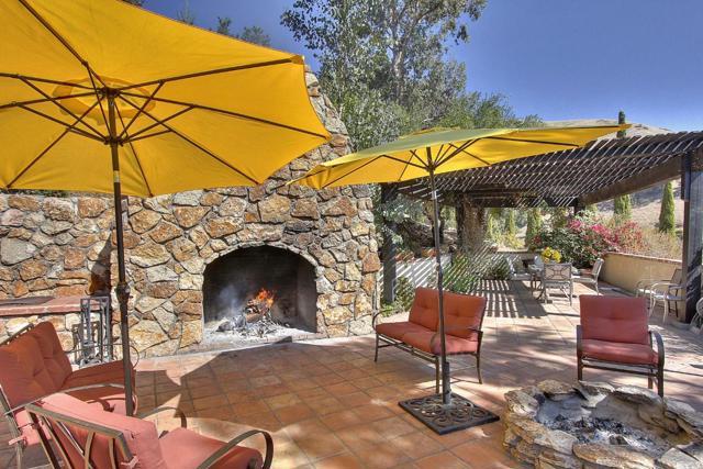 300 Country Club, Carmel Valley CA: http://media.crmls.org/mediaz/20600996-A805-42AA-AC81-1A23AF0E233B.jpg