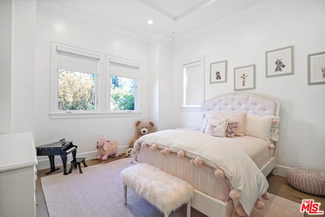 4053 Laurelgrove Avenue, Studio City CA: http://media.crmls.org/mediaz/20983C6E-B235-4AC4-B08F-4E249DF3560D.jpg