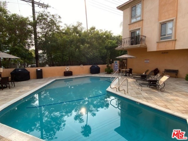 1000 S Westgate Avenue, Los Angeles CA: http://media.crmls.org/mediaz/209d9661-c220-4ad5-a44a-dac844714d69.jpg